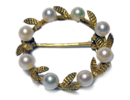 Small But Good Carat Brooch With Pearls