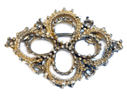 Low Weight And Low Carat De Stoned Brooch